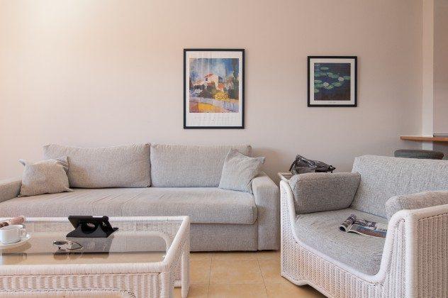 GC 164835-20 Wohnbereich mit Sofa