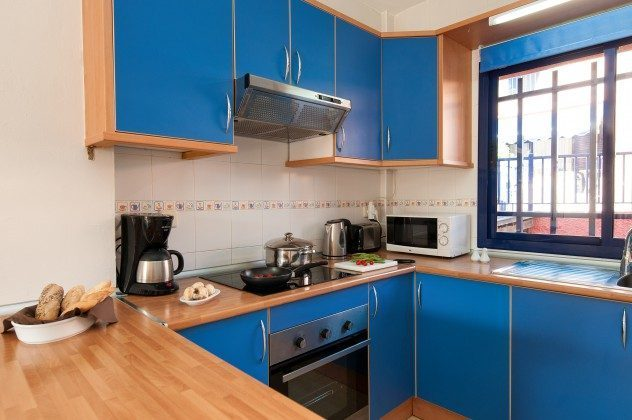 GC 164835-20 gut ausgestattete Küche