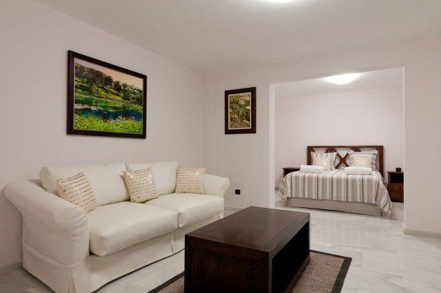 GC 164835-21 Wohn-/Schlafzimmer mit Doppelbett im Untergeschoss