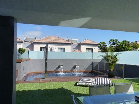 GC 164835-21 Blick von der Terrasse zum Pool