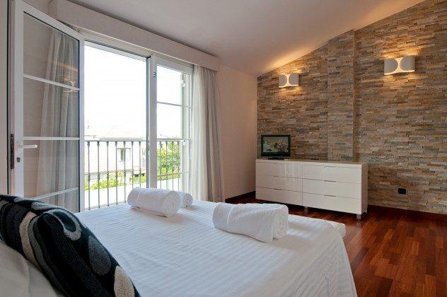GC 164835-21 Schlafzimmer mit Doppelbett
