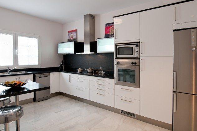 GC 164835-21 gut ausgestattete, moderne Küche