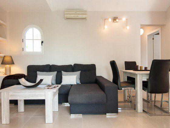 GC 164835-28 Wohnzimmer und Esstisch