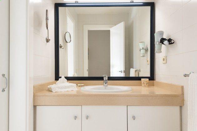 GC 44524-3 Badezimmer im Obergeschoss