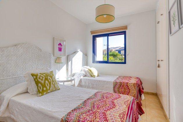 GC 44524-3 Schlafzimmer mit zwei Einzelbetten
