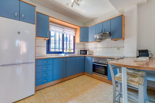GC 44524-3 gut ausgestattete Küche