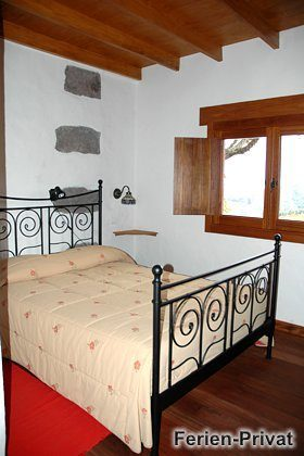 Doppelschlafzimmer mit Fenster