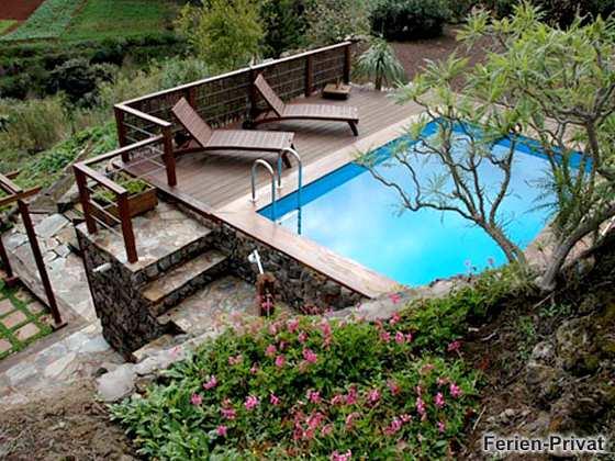 privater Pool mit Sonnenterrasse
