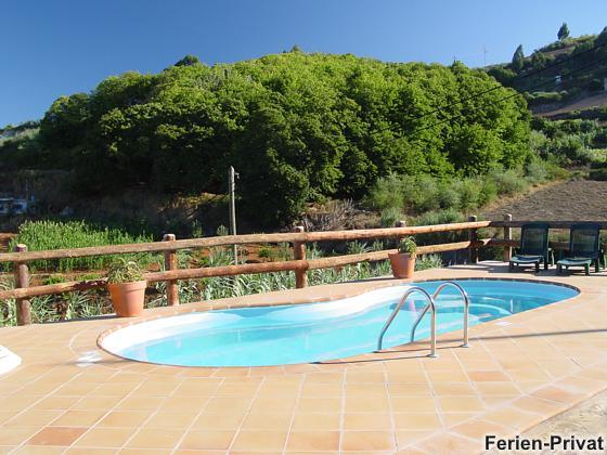 Sonnenterrasse und Pool