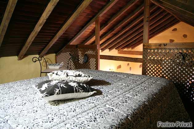 Doppelbett auf Empore