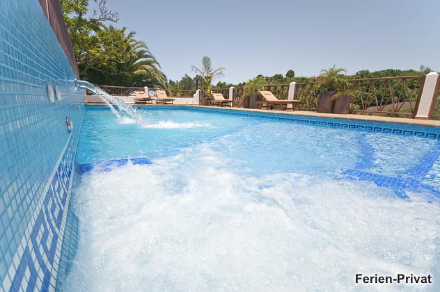 Pool mit integriertem Whirlpool