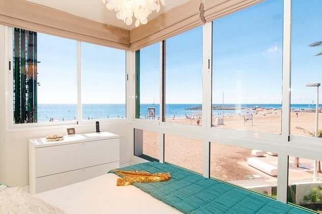 Schlafzimmer im Obergeschoss mit Panoramablick