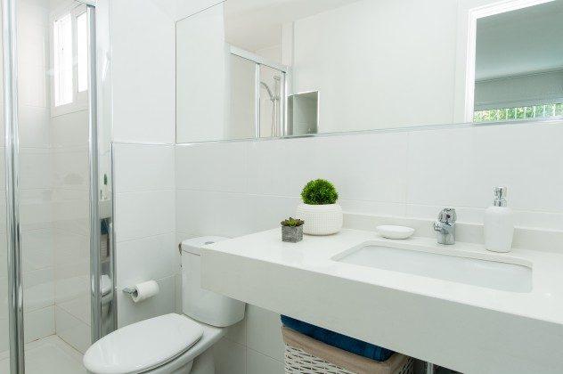 164835-18 Badezimmer mit Dusche