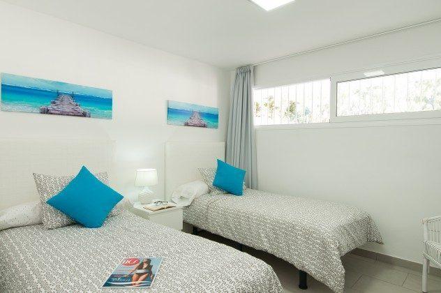 164835-18  Schlafzimmer mit zwei Einzelbetten