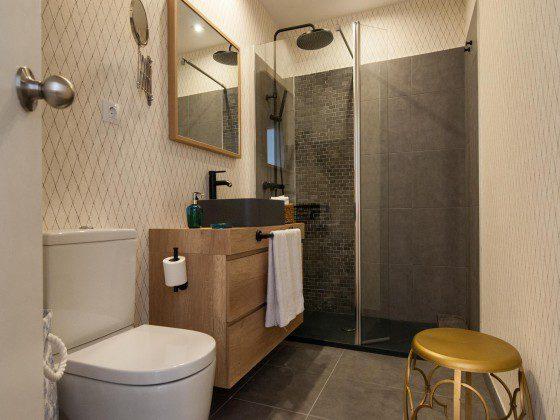 GC 164835-23 Badezimmer mit Dusche