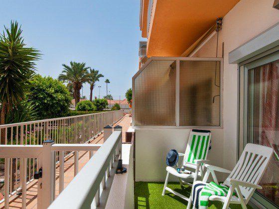 GC 164835-23 Balkon mit Blick zum Gemeinschaftspool