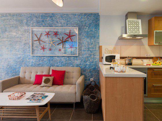 GC 164835-24 Wohnbereich und offene Küche