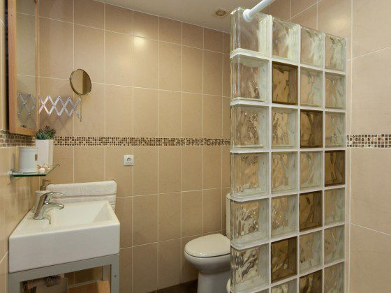 GC 164835-24 Badezimmer mit Dusche