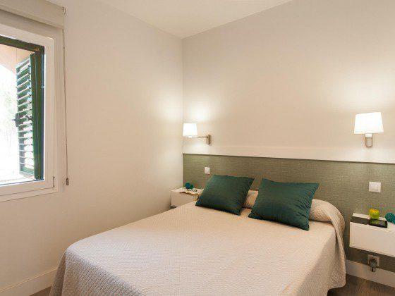 GC 164835-25 Schlafzimmer mit Doppelbett