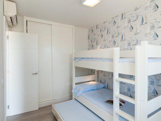 GC 164835-25 Schlafzimmer mit Etagenbett und Ausziehbett