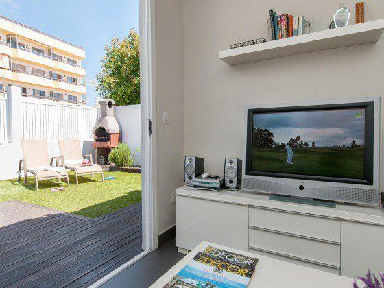 GC 164835-26 Zugang vom Wohnbereich zur Terrasse, SAT-TV