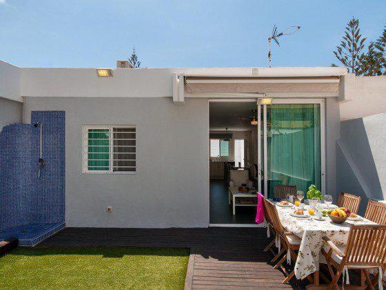 GC 164835-26 private Terrasse mit Esstisch