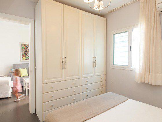 GC 164835-26 Schlafzimmer mit Schrank