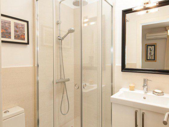 GC 164835-26 Badezimmer mit Dusche