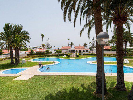 GC 164835-27 gemeinschaftlicher Garten mit Pool