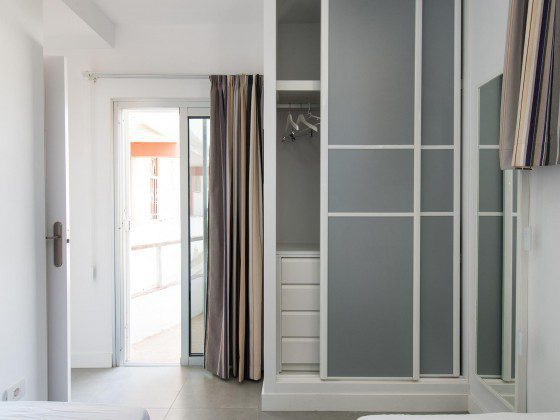 GC 164835-31 Schrankraum im Apartment