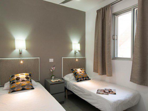 GC 164835-31 eines der Schlafzimmer mit Einzelbetten