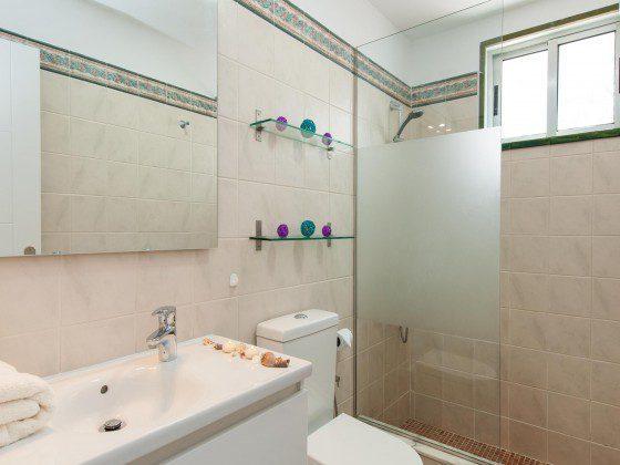 GC 164835-31 Badezimmer mit Dusche
