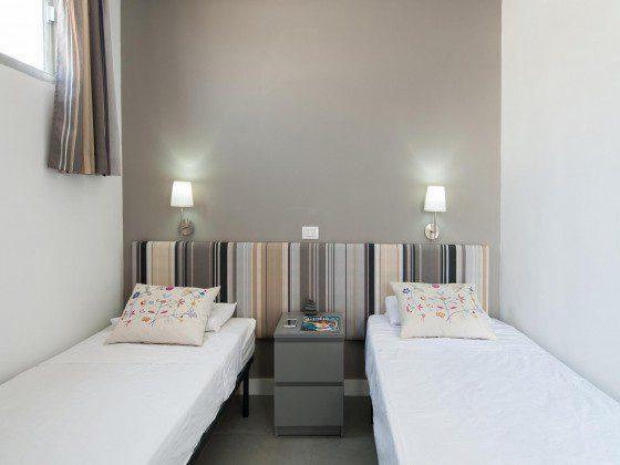 GC 164835-31 weiteres Zimmer mit zwei Einzelbetten