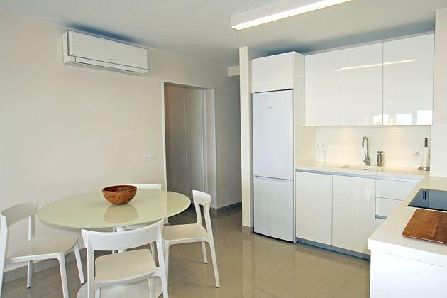 Küchenzeile und Essplatz für vier Personen