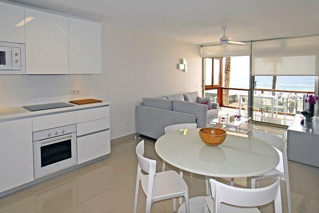 Wohn-/Esszimmer und Terrasse