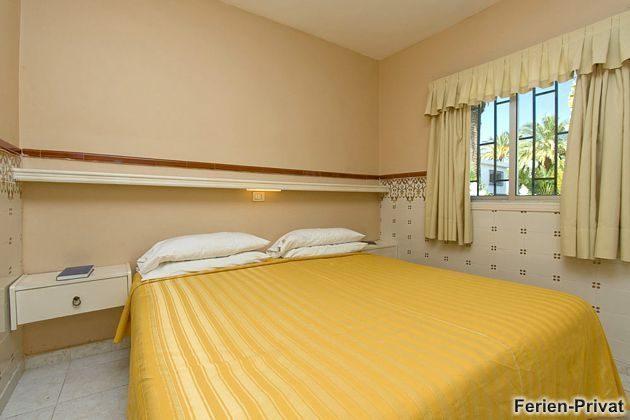 Wohnbeispiel Schlafzimmer mit Doppelbett