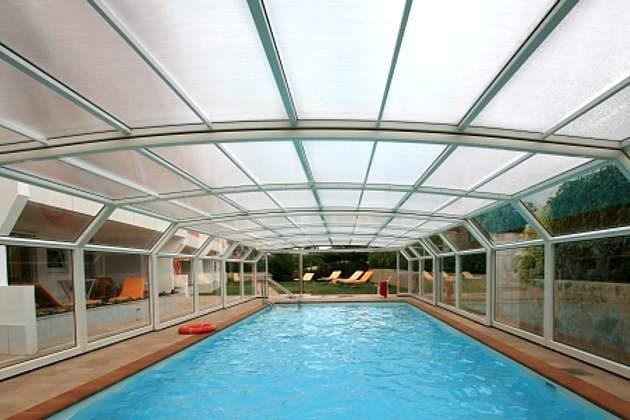 Schwimmhalle im Garten, Wassertemperatur ca. 29 Grad (Heizperiode: Von Oktober bis Ostern)