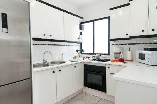 GC 164835-22 gut ausgestattete Küche