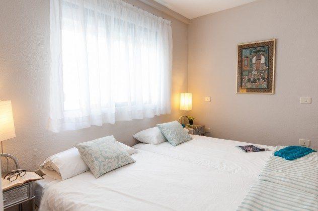 GC 164835-22 Schlafzimmer mit Doppelbett (Einzelmatratzen) und Bad en-suite
