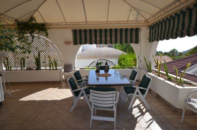 GC 172758-7 überdachte Terrasse mit Gartenmöbeln