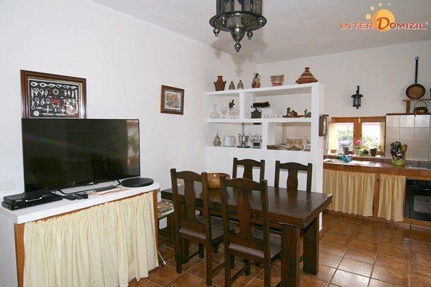 Essplatz und Küchenzeile, großer Fernseher mit SAT-TV