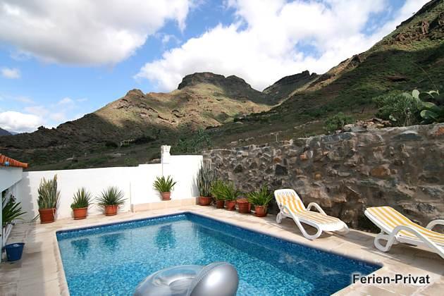 privater Pool und Aussicht auf die Berge