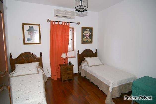 GC 44520-1 Schlafzimmer mit zwei Einzelbetten