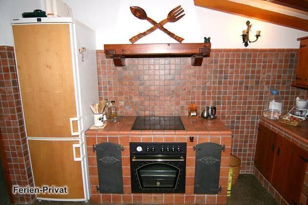 Küche mit Ceranfeld, Backofen, Kühlschrank