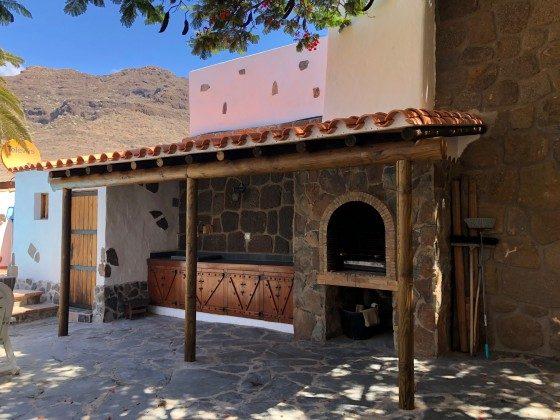 Überdachter Grillplatz - kleine Außenküche