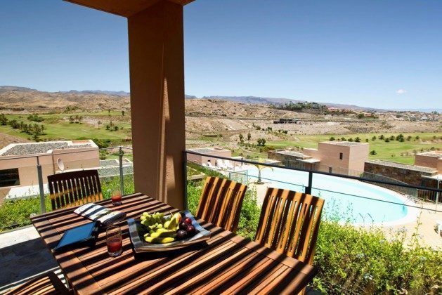 Terrasse mit Blick auf den großen Gemeinschaftspool GC 164835-15