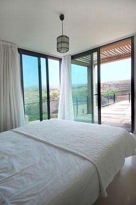 Schlafzimmer, Blick zur oberen Terrasse