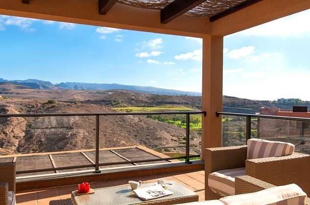 obere Terrasse mit Ausblick auf die Berge und Salobre Golf