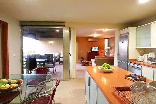komplett ausgestattete Küche und Essplatz