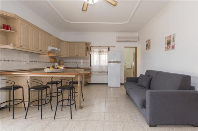 GC 2584-94 Wohn-/Essraum mit Küchenzeile, Wohnung 2